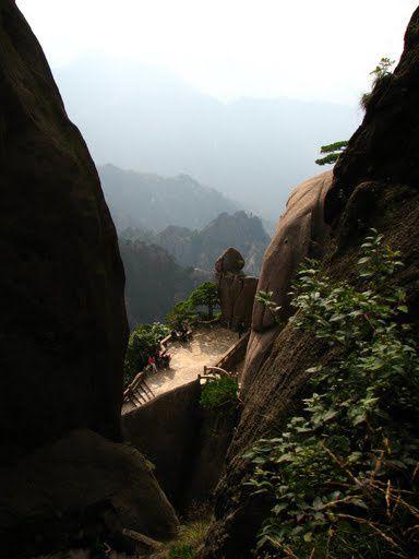mont Huangshan (shan = montagne, mont)... une des 5 montagnes sacrées de Chine...