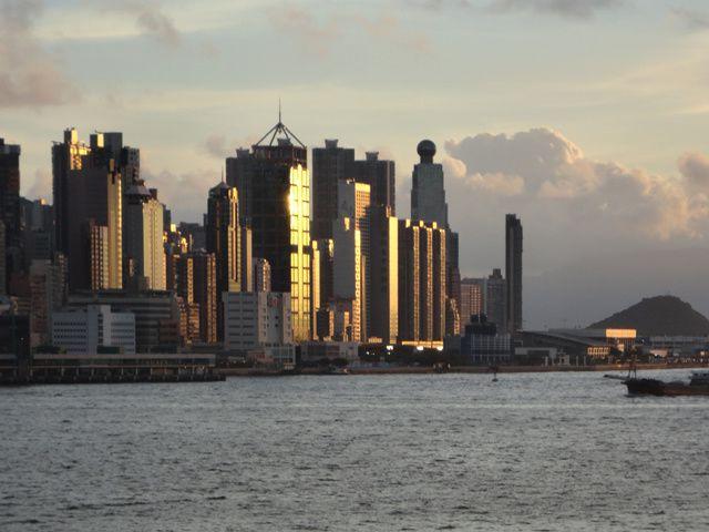 Hong Kong, ile-ville peu chinoise... je m'y rends fréquemment pour des histoires de visa... mais trop shopping-ville à mon goût...