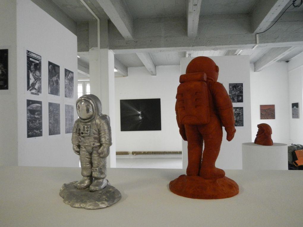 """Exposition au """"108"""" rue de Bourgogne à Orléans Sous le ciel exactement avec Dominique Emard, peintre et Olivier Renard sculpteur et plasticien."""