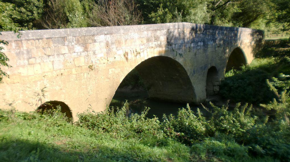 En remontant le flux des pélerins avec Maryse , Tony et Bernard sur la via Podiensas dans les pas de Aimery Picaud ,premier des guides du Chemin.Nous devions parcourir cette très belle étape!!!