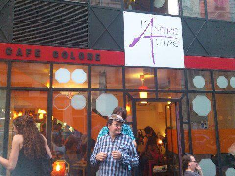 AU CAFE DE L'ANTRE AUTRE