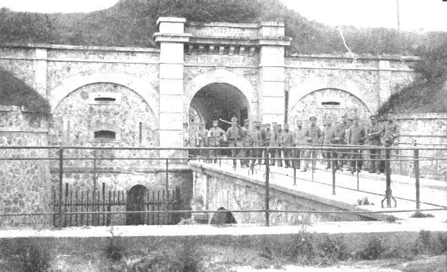 Photos du fort de brimont accumuler sur internet pour la plupart.