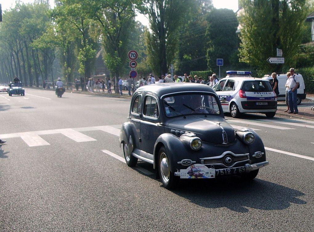 le grand boulevard vu d'en haut et défilé de voitures anciennes pour le centenaire de la création du boulevard en 1909.