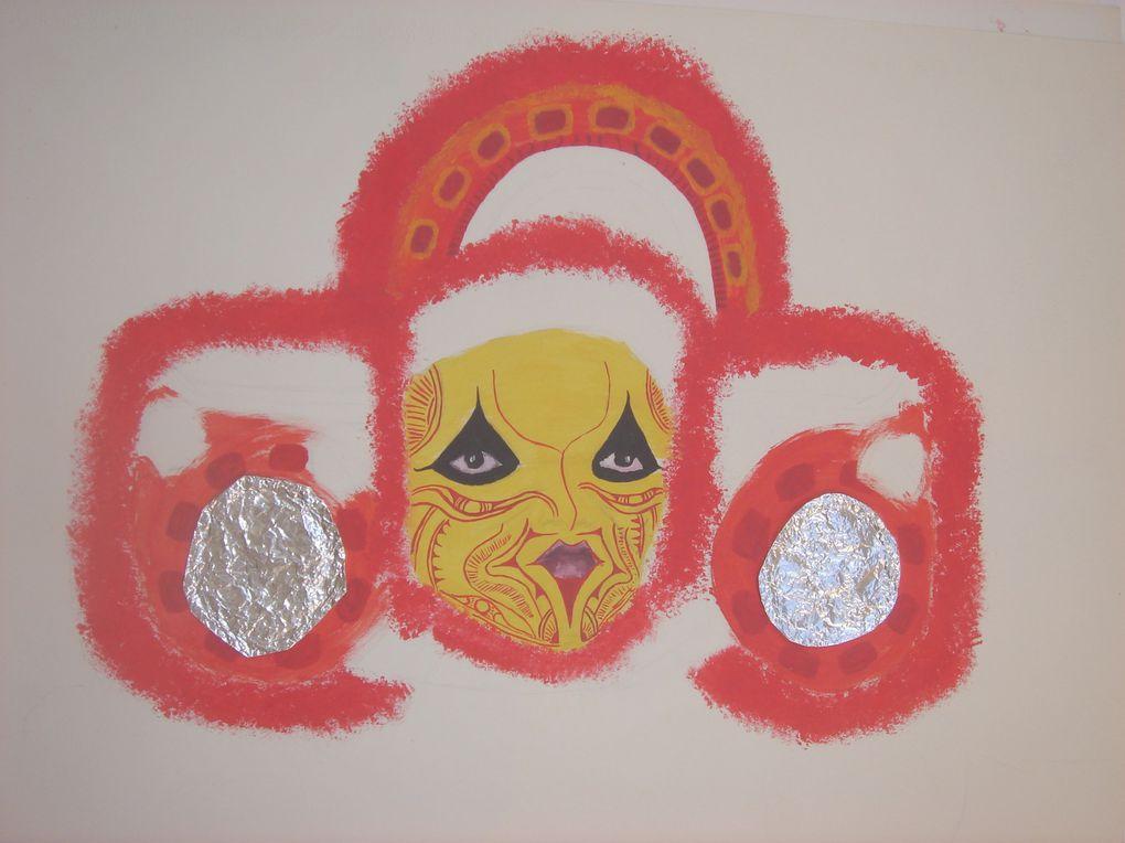 Peintures acryliques sur murs, supports bois et toiles