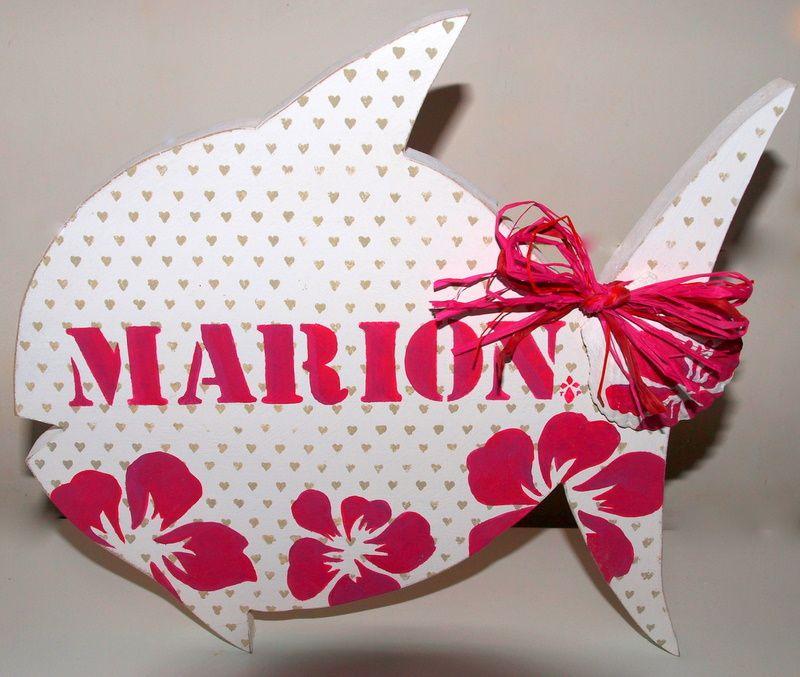 Différents cadeaux de naissance réalisés au fil des années... poissons, plaques de porte, silhouette animaux et autres curiosités. Les dessins de chats  et lapins sont des originaux imaginés par ma chère maman et dont elle me permet la reprodu