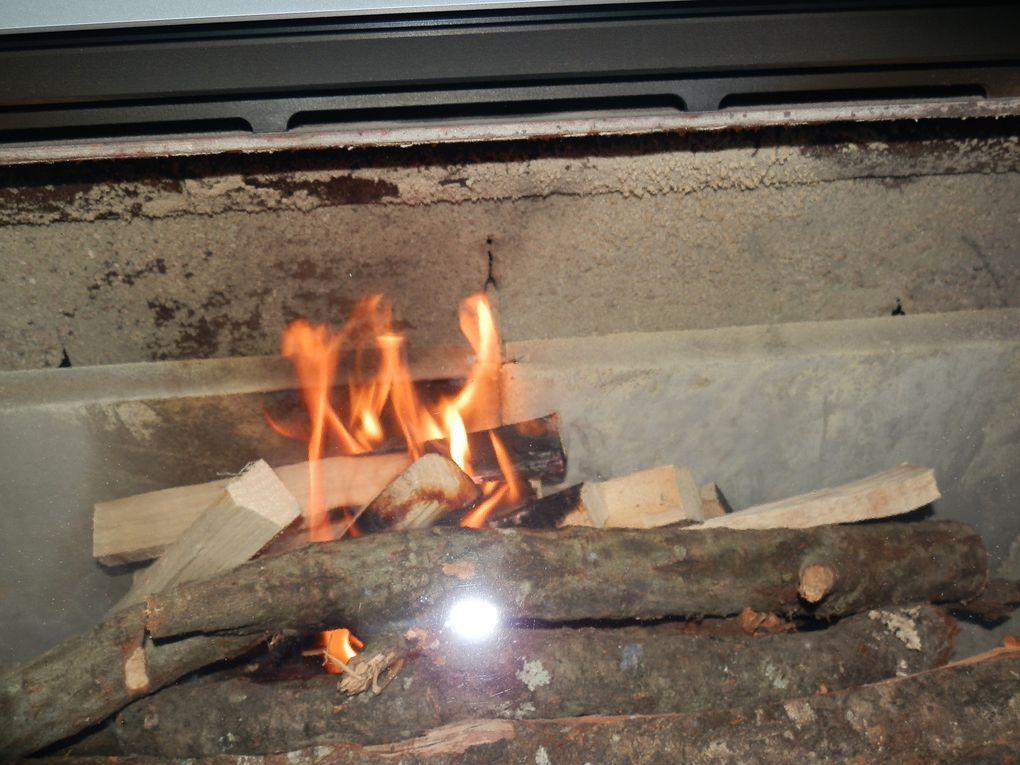 technique d'allumage pour un feu inversé dans un poêle à bois