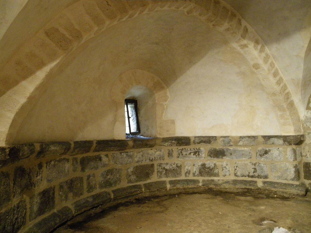 AHUN, église et crypte.
