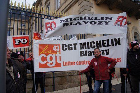 A l'appel de FO et de la CGT, 1000 manifestants au Puy contre l'accord MEDEF-CFDT de flexibilité et de licenciements et contre sa transposition dans la loi par le gouvernement.