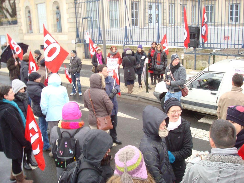 Le 12 février 2013, grève dans l'éducation nationale, massive dans les écoles (à plus de 70% en Haute-Loire) et manifestation de 300 enseignants pour le retrait de la loi d'oriention Peillon et des décrets sur les rythmes scolaires. A l'appel d