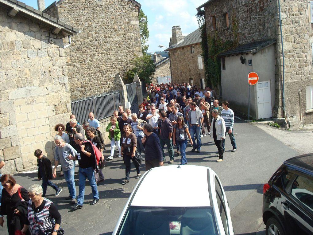 """A l'appel des salariés de chez FIMA avec FO, 400 manifestants dans les rues de Tence pour exiger : """"Repreneur: oui, oui, oui ! Licenciements : non, non, non !"""""""