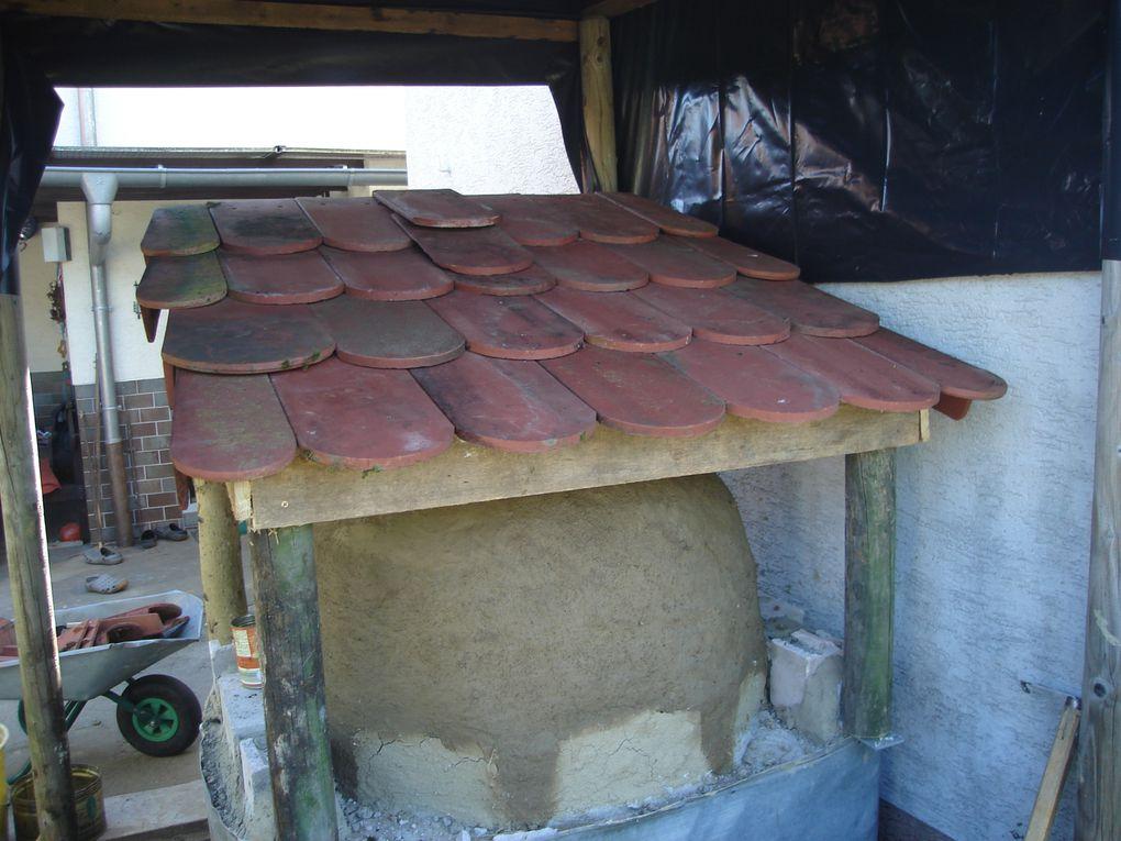 Hier könnt ihr verschiedene Öfen und deren Nachbau sehen.Rocket Stove Oven aus BüchsenRocket Stove Oven aus LehmUnd den Backofen ( Bauphase)