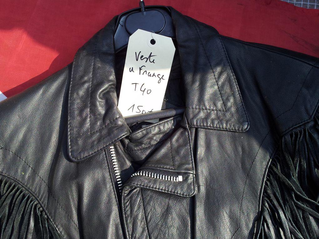 BIKERS :route 66 déco,accéssoires custom, boucles d'oreilles, fer de bottes, Betty Boop, pach Biker, Jack Daniel's, Bottes Harley davidson, perfecto,gilets cuirs,bagues, pantalons cuir, tee-shirts,sweets capuche Billy Eights..........