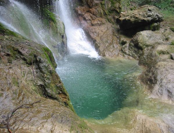 Wasserfall Nähe Figueras (Nord-Costa Brava an der Grenze nach Frankreich).