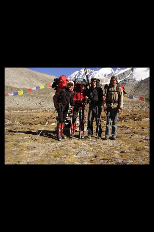 De fin Août à fin octobre 2005, nous sommes partis pour l'ascension de deux Huit-milles: le Cho Oyu, 8200m et le Shishapangma par la face sud-ouest, 8043m.