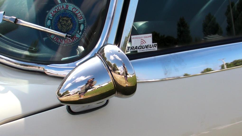 Photos voitures de sport d'occasion fabriquées en Angleterre. Vues extérieur carrosserie 3/4 avant et arrière. Marques Jaguar, Panther, Marcos, Triumph, Austin Healey, Austin. Modèles Type E, J72, GT 3000, TR3, GT6 MK2, Frog Eye, mini cooper.
