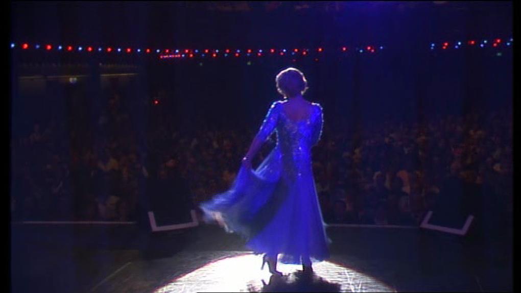Voici de captures du Show qui a ouvert les années 2000 pour Sylvie ! Collection Personnelle 146 photos