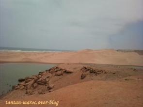 Entre dunes, mer et désert.