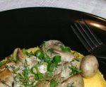 Ficatei de pui cu ciuperci si smantana la tigaie