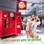 Videos: Le pizzaiolo acrobate + Let's pizza: La machine à pizzas automatique