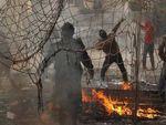 Alors que l'Egypte titube au bord de la guerre civile, des milices locales émergent. Obama garde foi dans les Frères Musulmans.