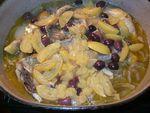 Tajine de poulet aux citrons confits et olives violettes...