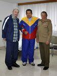 Fidel Castro et Raul Castro rendent visite à Hugo Chávez qui se rétablit de façon satisfaisante