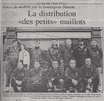 Remise de maillots à La Neuville Chant d'Oisel en 2000