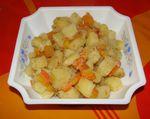 Des pommes de terre et carottes rissolées.