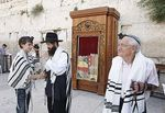 Quel Toupet !!! Arabs Objecting to Bar Mitzvah Torah Reading by the Kotel