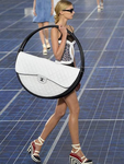 Le sac Hula hoop de Chanel sera commercialisé en version mini