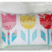 Jenny of ELEFANTZ: ...and two sweet pillows made!
