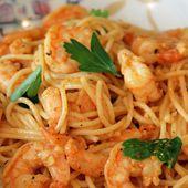 Spaghetti aux crevettes, sauce crémeuse à l'ail et paprika