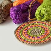 Anatomy of Spike Stitch or How to crochet a simple coaster without a pattern - LillaBjörn's Crochet World