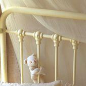 Une parure pour bébé appliquée de toile de Jouy
