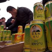 Chen Guangbiao: 'Come on, two cans for one - free fresh air' - video