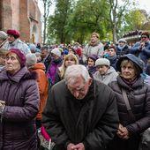 """Contre """"l'islamisation de l'Europe"""", des milliers de catholiques polonais prient à leurs frontières"""