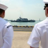 Pacific Sentinel: USA: USS Freedom Arrives in Singapore