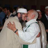 Des musulmans dans les églises, en solidarité avec les catholiques