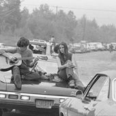 on a (encore) retrouvé des photos très cool de woodstock | read | i-D