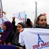 """Une centaine de musulmans et de chrétiens """"unis contre la barbarie"""" au Trocadéro"""