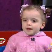 """طفلة 3 سنوات تلقي قصيدة """" منطقي """" لهشام الجخ"""