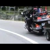 GOLDWING UNSERSBANDE - DESCENTE DU COL DU GOTHARD FILMEE PAR MF 5