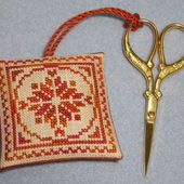 Scissor Fob #3 (with whip-stitch edging)