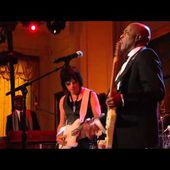 """Buddy Guy and Jeff Beck Perform """"Let Me Love You"""" at In Performance"""