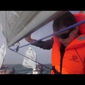 Adrien , un jeune aveugle de 17 ans réalise des prouesses à la barre d'un voilier