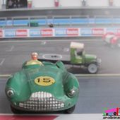 ASTON-MARTIN DB3 SPORT DINKY TOYS FRANCE 1/43 - car-collector