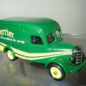 FASCICULE N°1 VAN BEDFORD 30 CWT EAU PERRIER CORGI 1/64 - car-collector.net