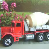 PETERBILT CEMENT MIXER HOT WHEELS 1/64 - car-collector.net