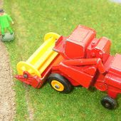 MB65-c. CLASS COMBINE HARVESTER MOISSONNEUSE BATTEUSE MATCHBOX LESNEY - car-collector.net