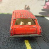 FORD MERCURY COMMUTER + CHIENS MATCHBOX LESNEY 1/72 - car-collector.net